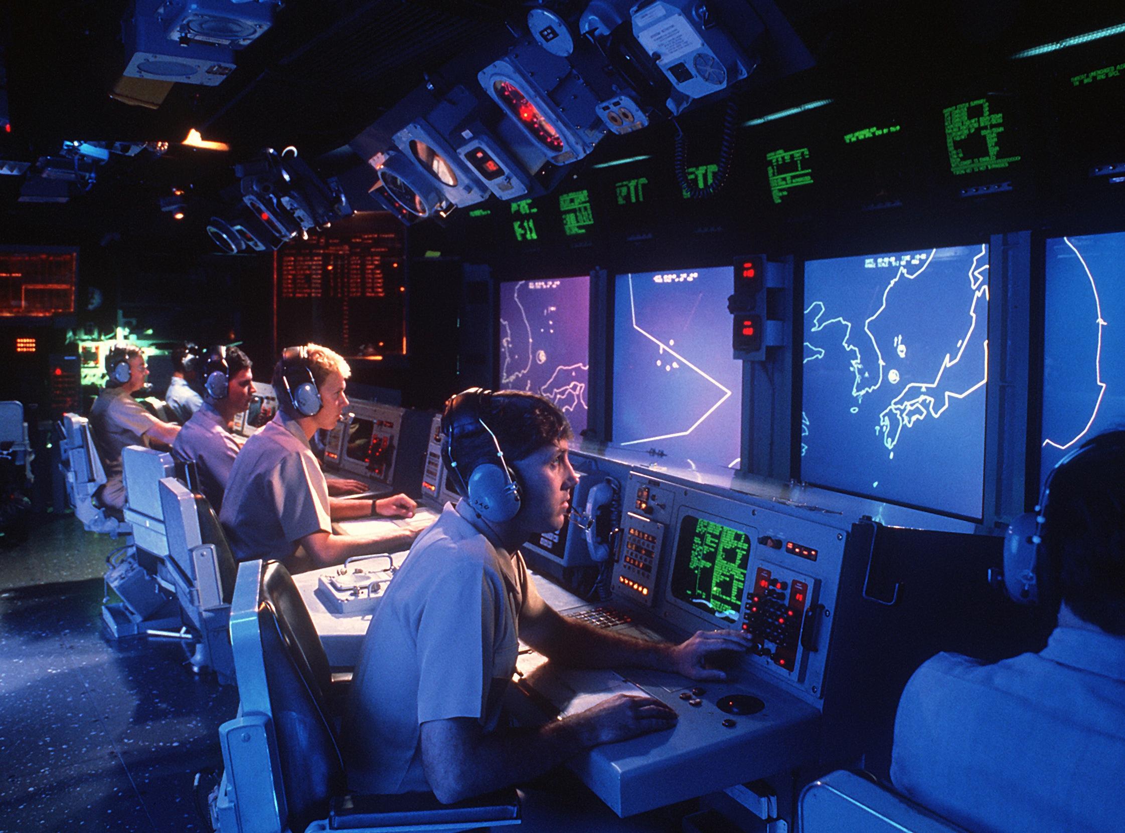 Centrum bojowe na USS Vincennes (Tim Masterson / US Navy)