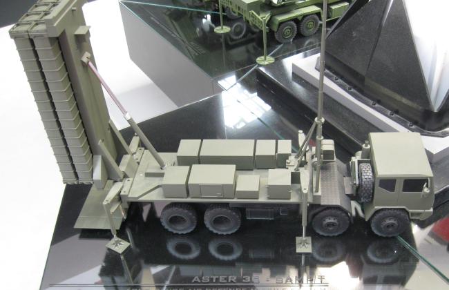 Model pionowej wyrzutni rakiet wchodzący w skład naziemnego systemu antyrakietowego o zasięgu ponad 100 kilometrów służącego do zwalczania rakietowych pocisków balistycznych krótkiego i średniego zasięgu