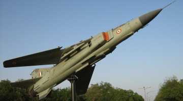 Monument_of_Indian_MiG-23MF_in_Gandhinagar,_2007