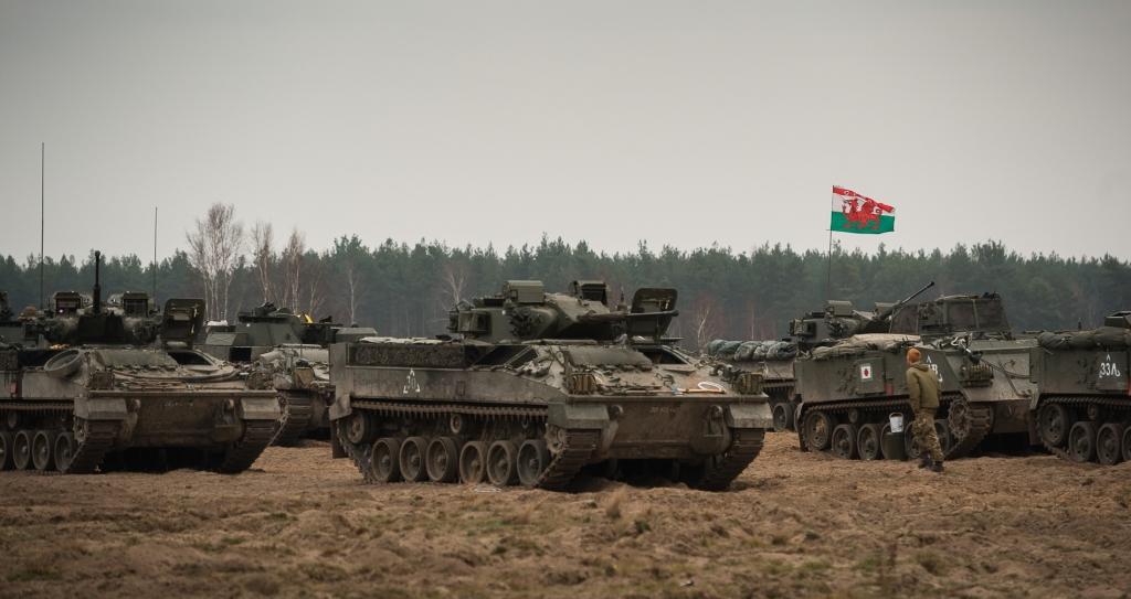 Tu z kolei pojazdy batalionu Royal Welch Fusiliers. Na pierwszym planie bojowe wozy piechoty Warrior (fot. SSgt Mark Nesbit RLC (Phot), © MOD / Crown Copyright)