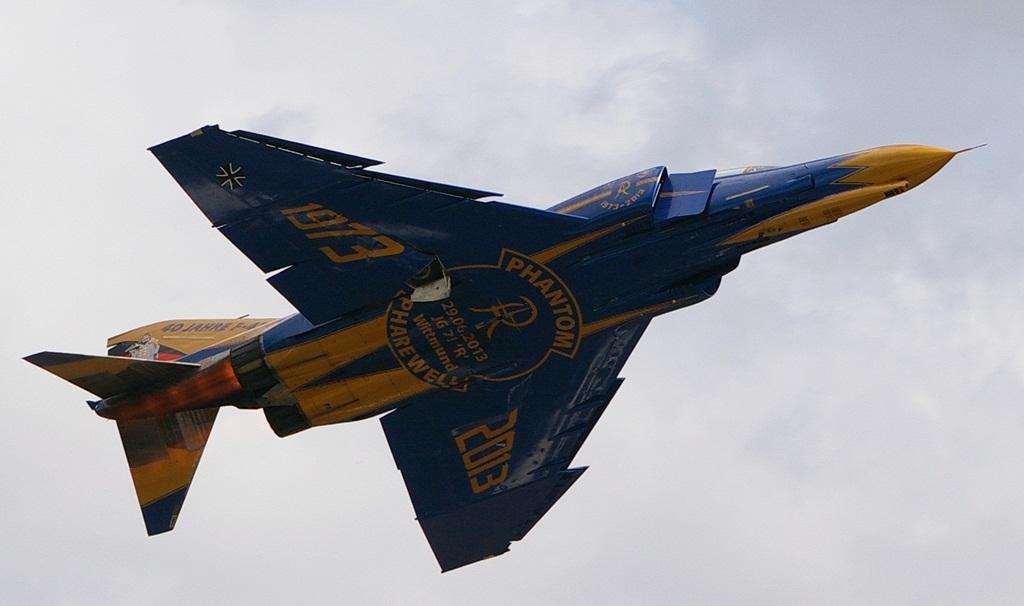 """Również ten samolot ma na stateczniku pionowym wizerunek """"Spooka"""" w mundurze z czasów kajzerowskich z hasłem """"Ich melde mich ab"""" (odmeldowuję się). (fot. Maciej Hypś, konflikty.pl)"""