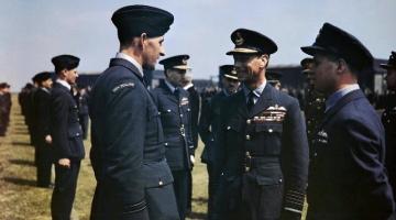HM_King_George_VI_visits_No_617_Sqn_RAF