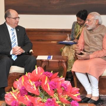 Israeli_defence_minister_Moshe_Ya'alon_meeting_with_Prime_Minister_Narendra_Modi