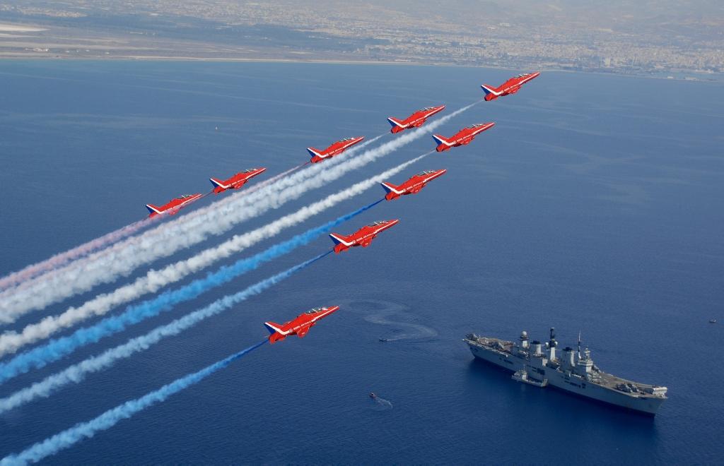 Nad lotniskowcem HMS Illustrious (fot. CPL Andy Benson / RAF / Open Government License)