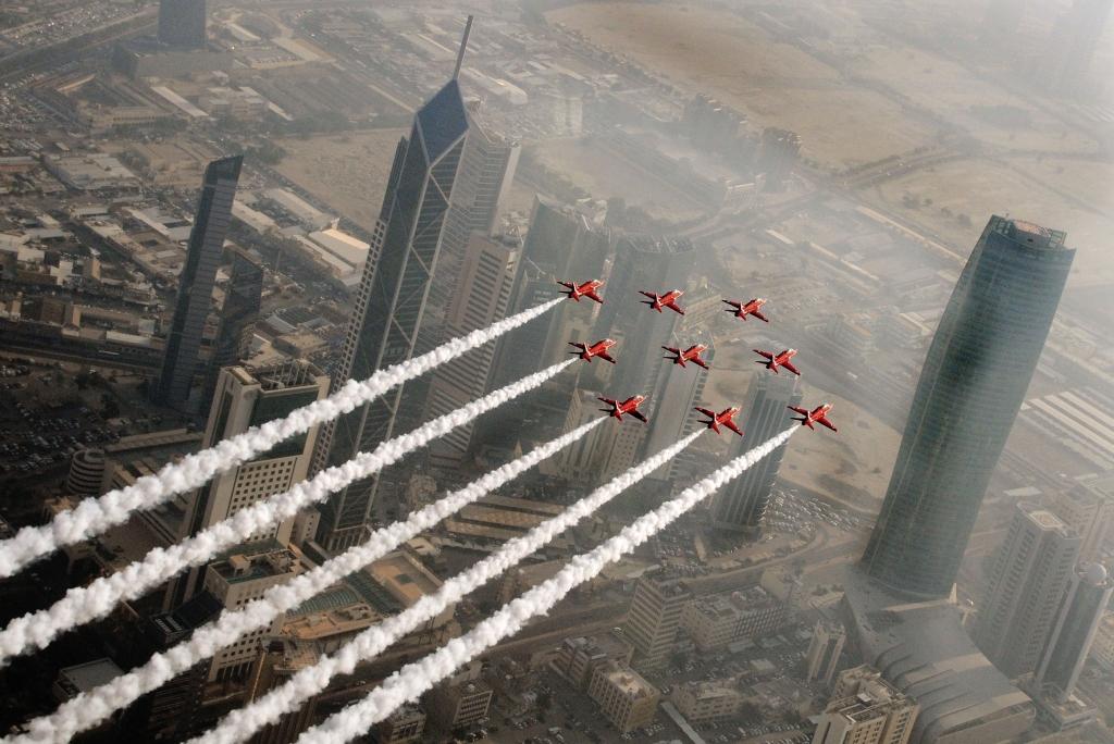 Red Arrows nad Kuwejtem (fot. Senior Aircraftsman Craig Marshall / RAF / Open Government License)