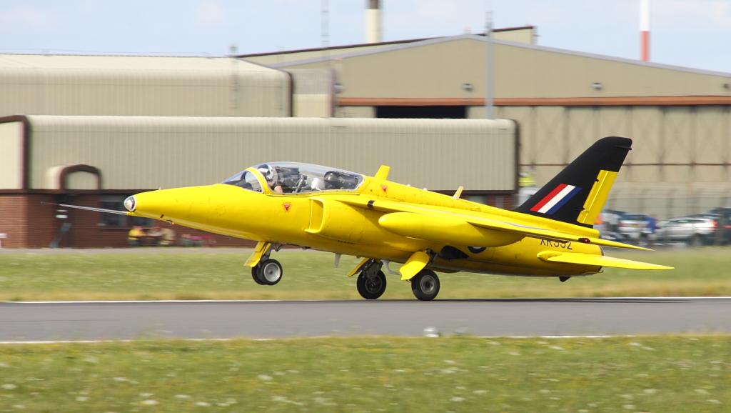 Ten żółty Folland Gnat o cywilnej rejestracji G-MOUR został pomalowany w barwy zespołu Yellowjacks z numerem XR992, który nosiła jedna z pierwszych maszyn tej formacji (mimo że sam G-MOUR nigdy w jej składzie nie latał) (fot. Łukasz Golowanow, Konflikty.pl)