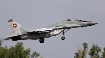 Bulgarian_Air_Force_Mikoyan-Gurevich_MiG-29A_(9-12A)_Lofting-2