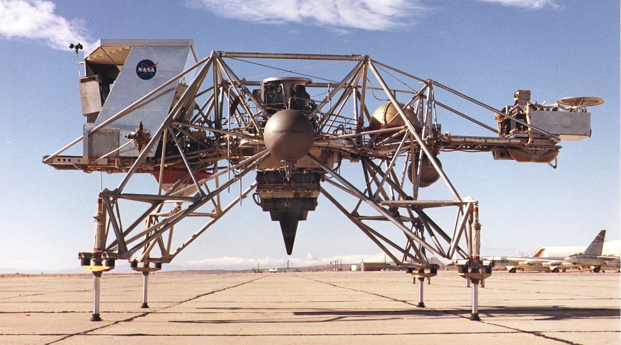 Lunar Landing Research Vehicle, symulator lądownika księżycowego wyposażony w system fly-by-wire (fot. nr ECN-1582 / Dryden Flight Research Center / NASA)