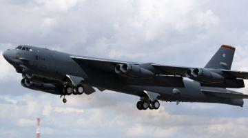 B-52 Stratofortress (fot. Carlos Menendez San Juan, Creative Commons Attribution-Share Alike 2.0 Generic)