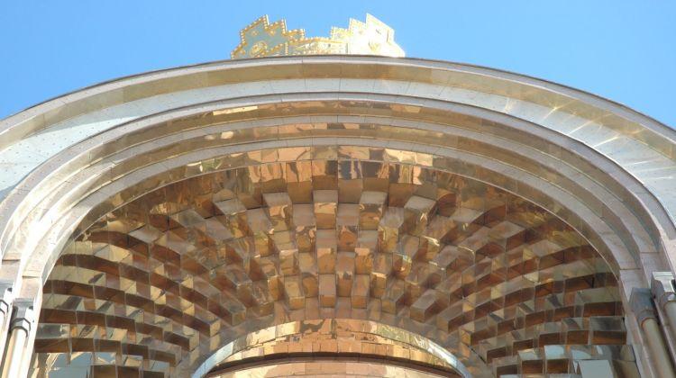 Dushanbe_2010_02_Somoni_Monument