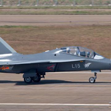 Hongdu_L-15_Falcon
