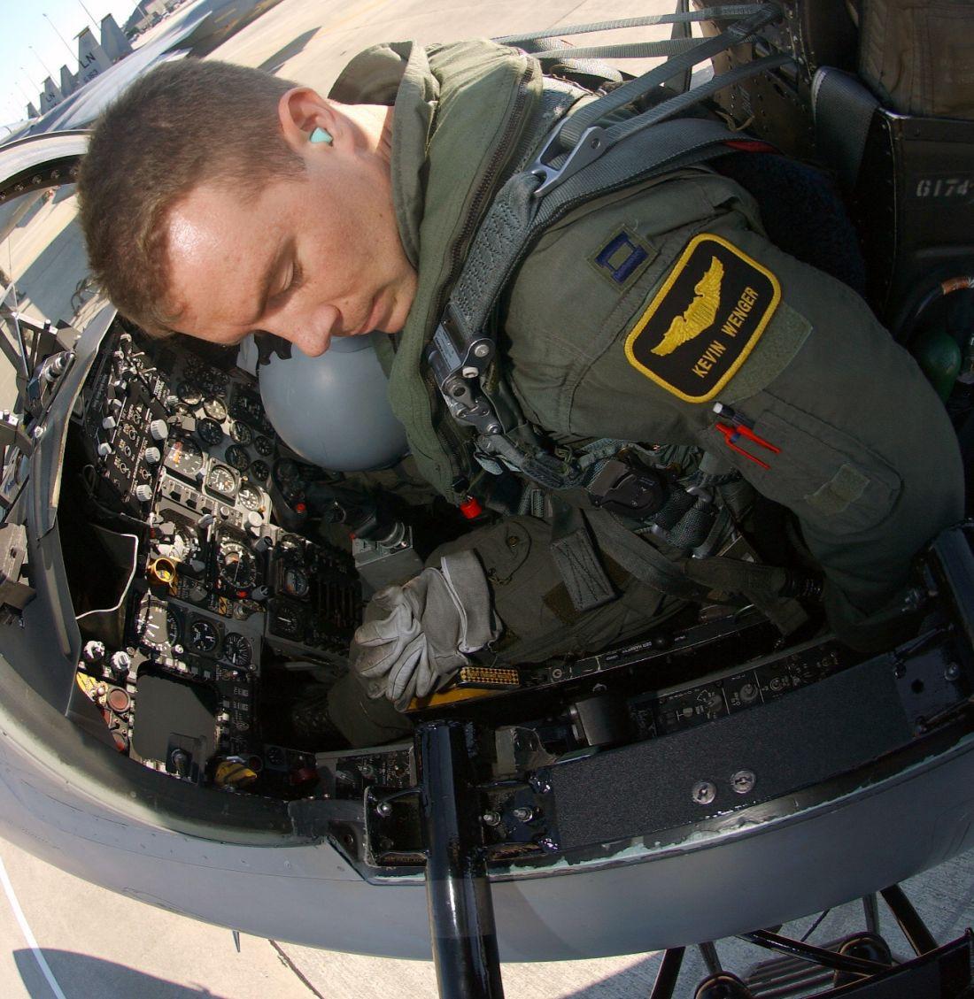 Pilot w kabinie F-15C (fot. US Air Force / Staff Sgt. James Williams)