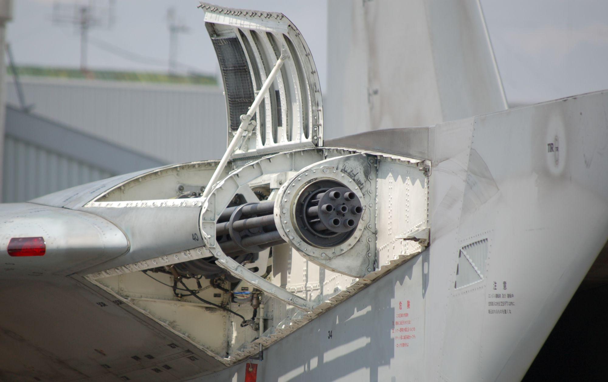 Działko M61 na F-15J (fot. Komatta, domena publiczna)