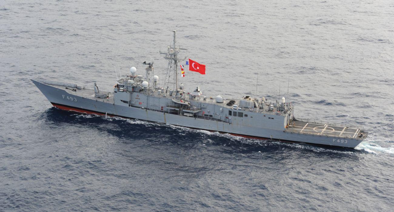 Anadolu | Największe obecnie okręty tureckiej floty to fregaty typu Oliver Hazard Perry (klasyfikowane tam jako typ Gabya) (fot. U.S. Department of State, VIRIN: 111031-O-ZZ999-076)