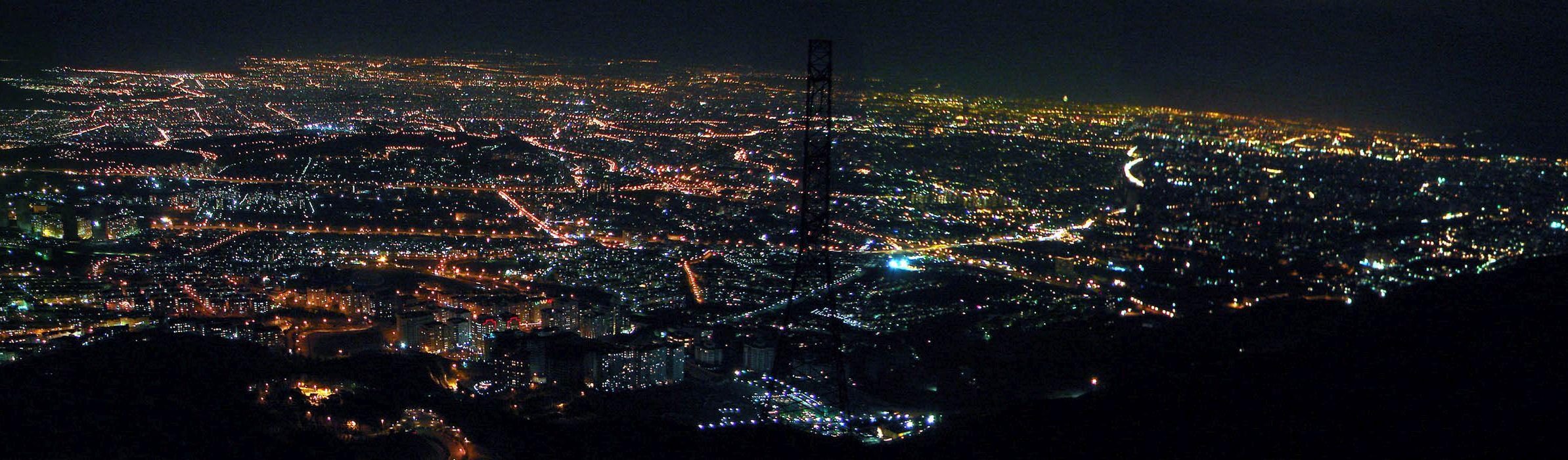 Teheran nocą (fot. Hamed Saber, Creative Commons Attribution 2.0 Generic)