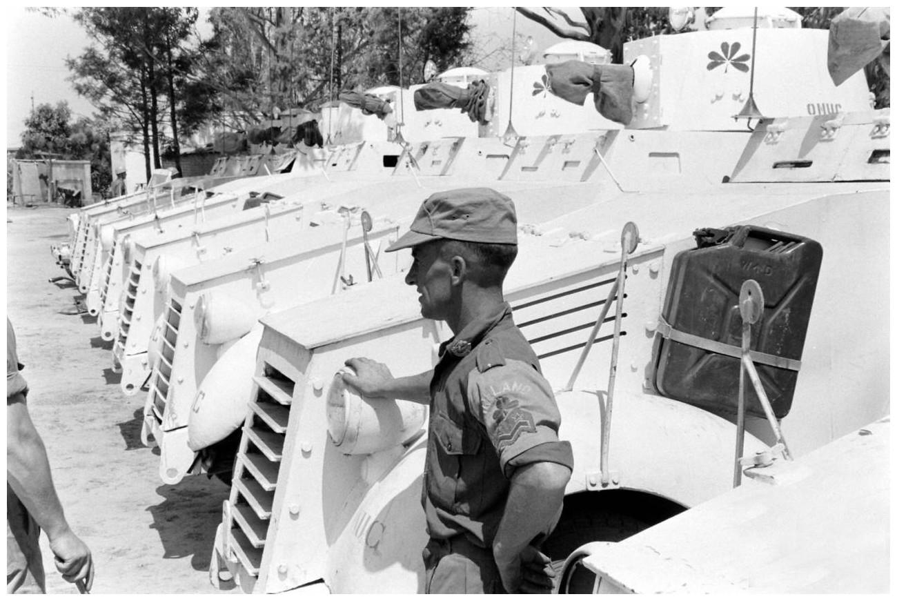 ONZ Kong | Archaiczne samochody pancerne Ford Mk VI wchodzące w skład irlandzkiego kontyngentu w Kongu. Elizabethville, 1961  (fot. archiwum ONZ)