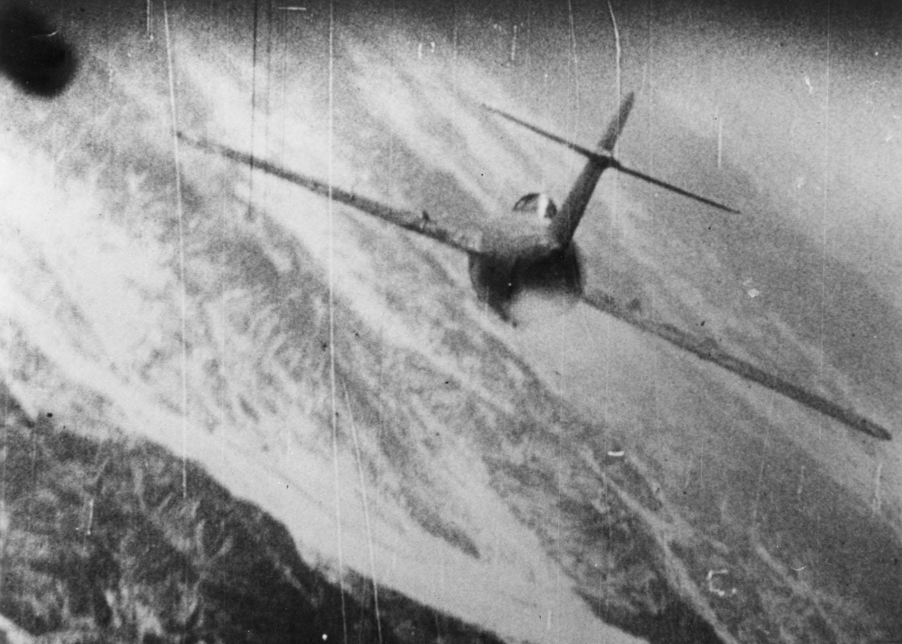 odrzutowiec zestrzelony   MiG-15 widziany przez fotokarabin amerykańskiego F-86 (fot. National Museum of the U.S. Air Force)