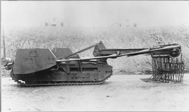 Matilda Baron IIIA, najdoskonalsza, acz spóźniona, wersja trałującej Matildy (fot. MH 3682, Imperial War Museums)