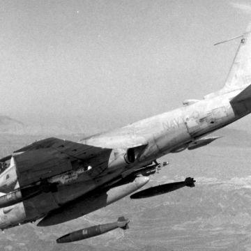 A-6E_Intruder_of_VA-42_drops_bombs_over_Chocolate_Mountain_range_1987
