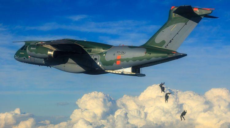 KC-390 skoki spadochronowe