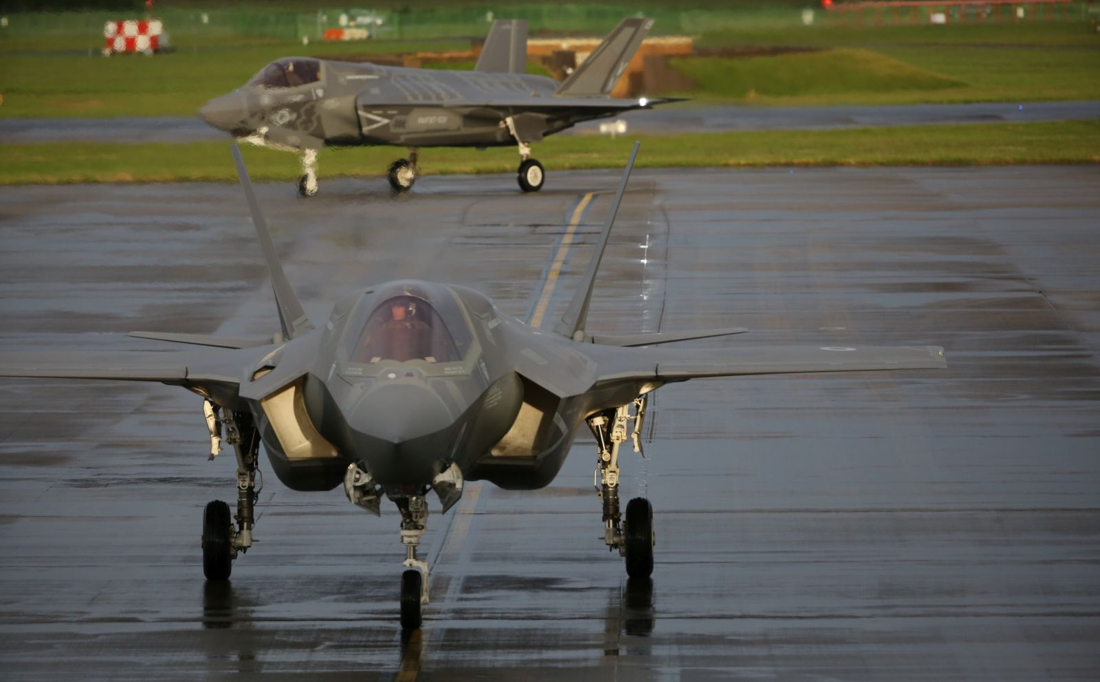 Myśliwce w RAF Fairford (fot. Sergeant Ross Tilly, MOD News Licence)