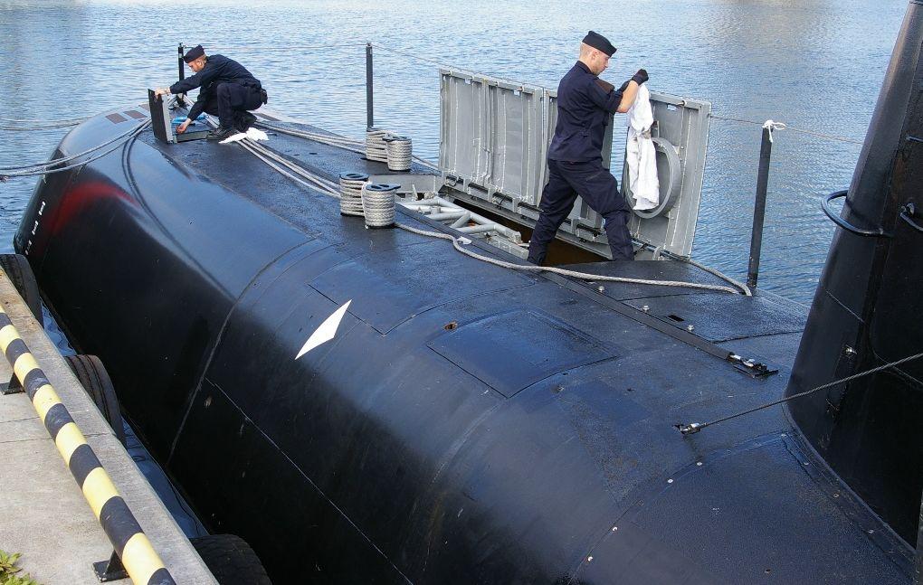 Część dziobowa okrętu. Widać podniesione pokrywy luku służącego do załadunku torped (fot. Maciej Hypś, konflikty.pl)