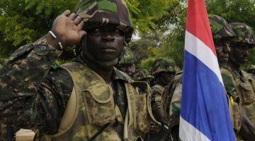 Gambia: żołnierz