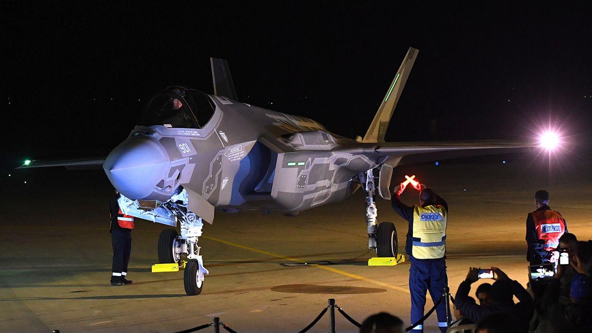 F-35I Adir tuż po lądowaniu w bazie Newatim