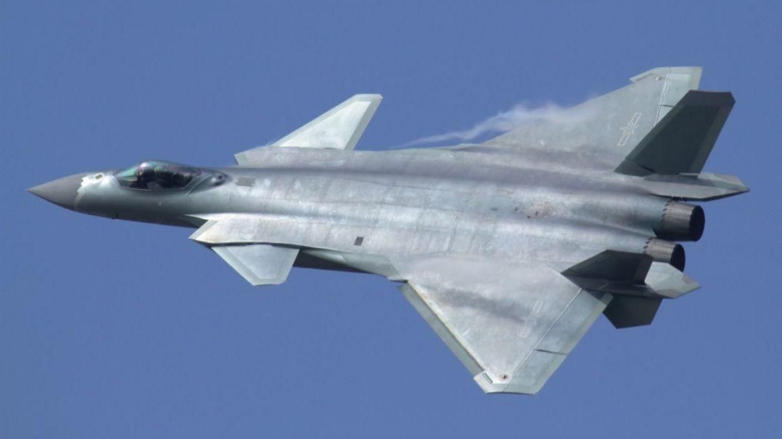 początek służby J-20