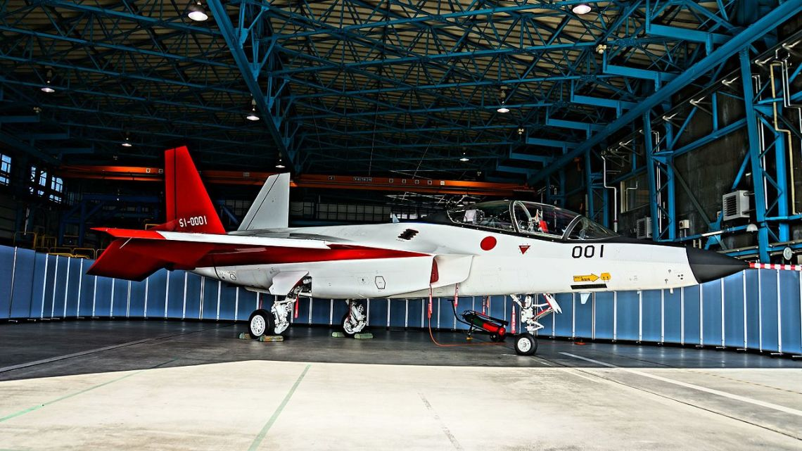 Mitsubishi_Advanced_Technological_Demonstrator_X-2(HDR)_at_JASDF_Gifu_Air_Base_October_30,_2016_02