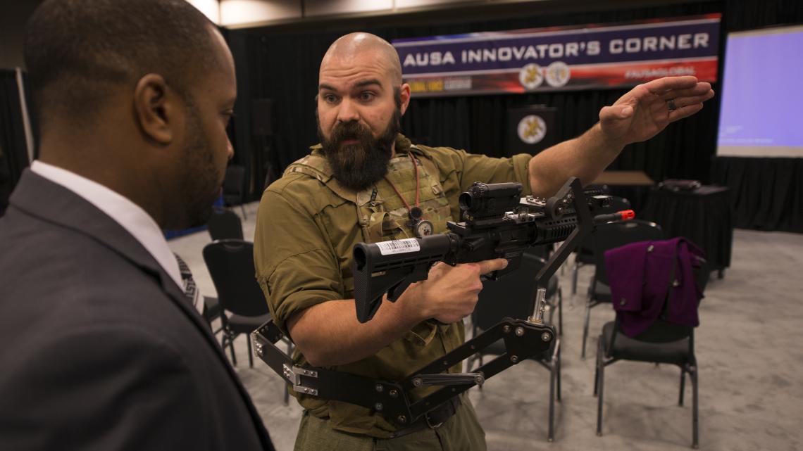 Mechaniczne trzecie ramię dla żołnierzy US Army