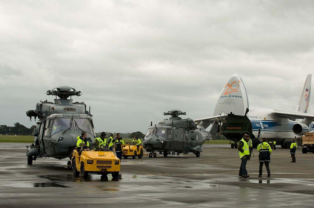 NH90 Nowa Zelandia | Pierwsze nowozelandzkie NH90 ze zdemontowanymi łopatami wirników, dostarczone Anem-124 w grudniu 2011 (New Zealand Defence Force, Creative Commons Attribution 2.0 Generic license)
