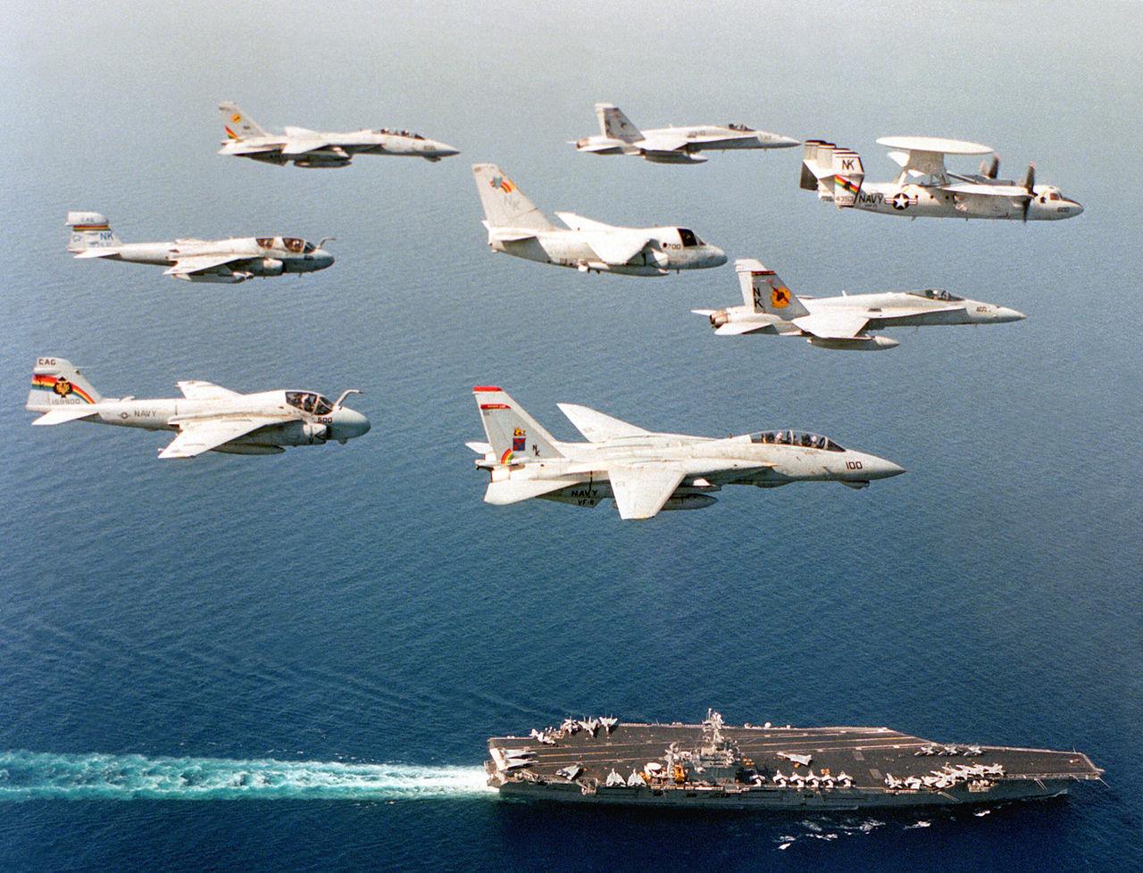 Samoloty CVW-14 w maju 1994, nad lotniskowcem USS Carl Vinson (US Navy / Lt. Mitchell, VF-11)