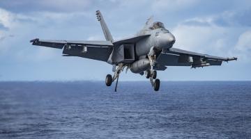 Wypadek F/A-18E z Vinsona i dalsze ograniczenie lotów T-45C