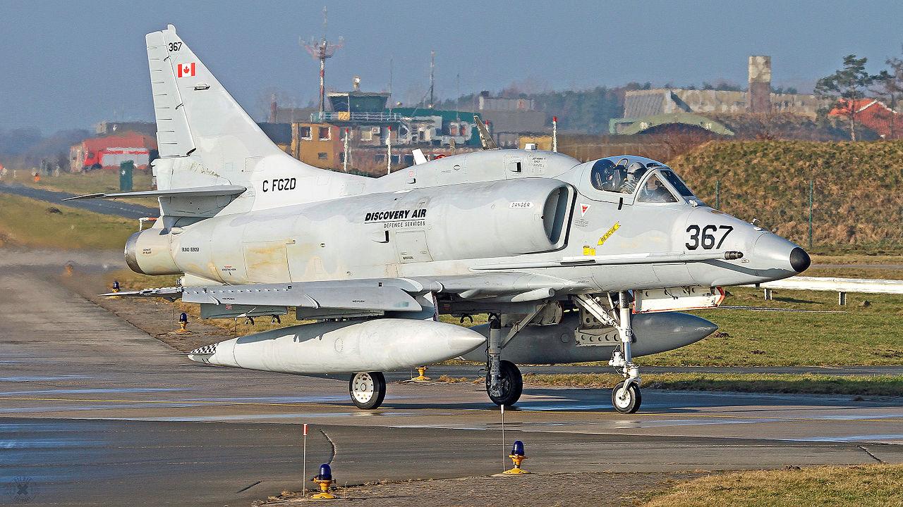A-4N należący do Discovery Air Defence w kamuflażu przypominającym morskie wersje Skyhawków (Bkezard, Creative Commons Attribution-Share Alike 4.0 International license)