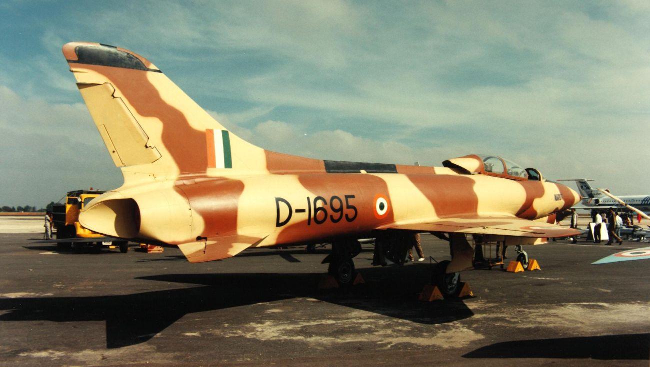 HF-24 Marut w wersji dwumiejscowej. Jest to ta sama maszyna, która widnieje na zdjęciu tytułowym. Pustynny kamuflaż nałożono wyłącznie z myślą o targach i pokazach, Maruty w eskadrach liniowych nigdy nie nosiły takiego malowania (San Diego Air and Space Museum Archive)