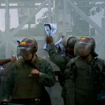 Venezuelan_National_Guardsmen_2014