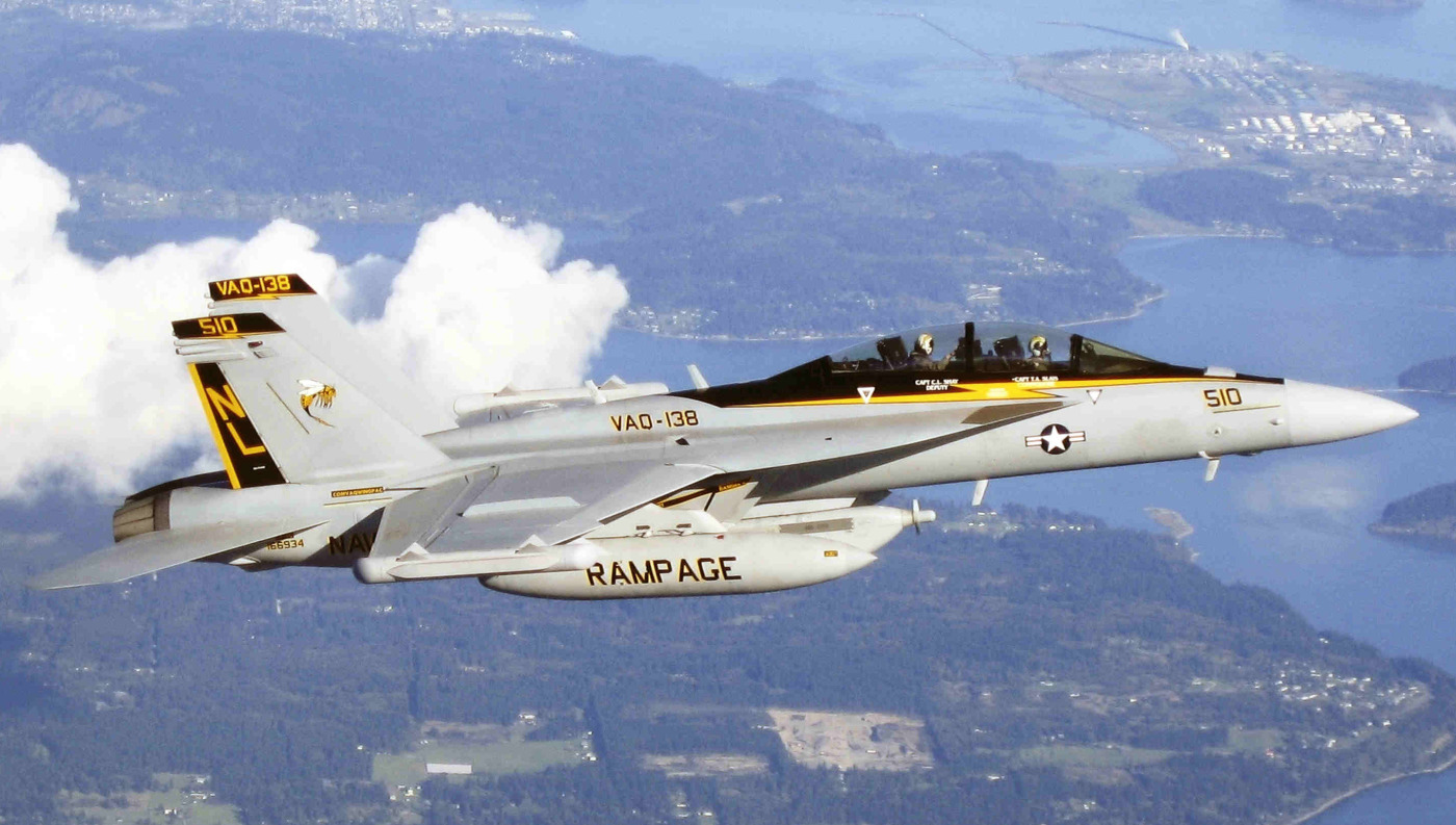 """Teraźniejszość i przyszłość amerykańskiej marynarki – EA-18G z VAQ-138 """"Yellow Jackets"""", jednej ze wspólnych eskadr US Navy i US Air Force (Northrop Grumman)"""
