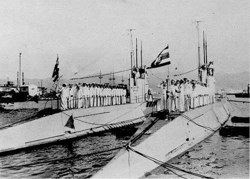 tajlandzkie okręty podwodne Matchanu i Wirun w Kobe w 1938 roku