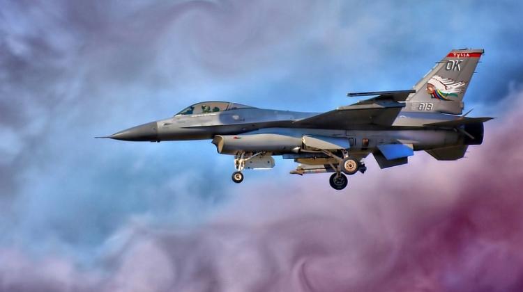 Pożar F-16 podczas startu z lotniska w Teksasie   Konflikty.pl