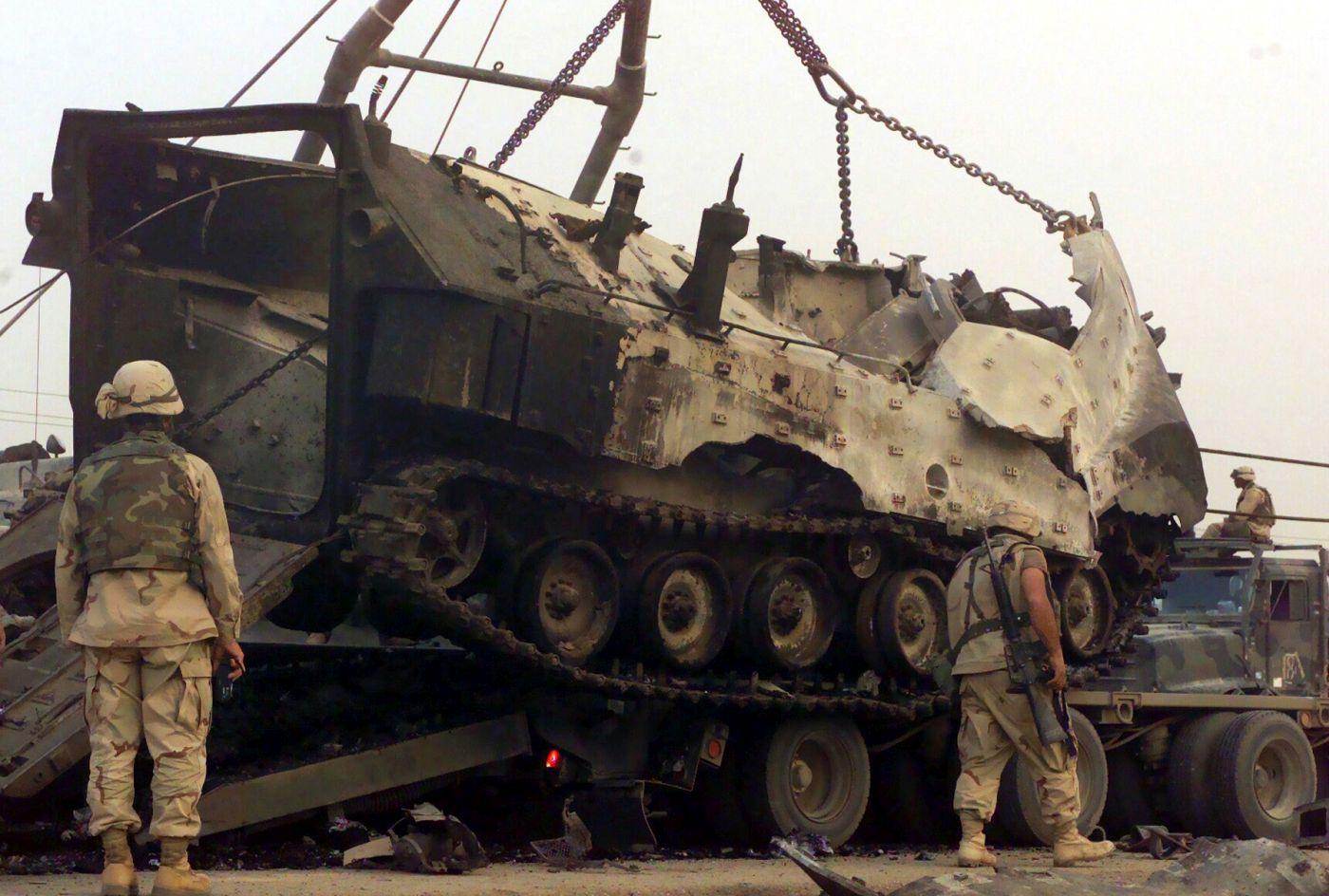 Jeden z AAV zniszczonych pod An-Nasirijją (fot. Master Sergeant Edward D. Kniery, USMC)