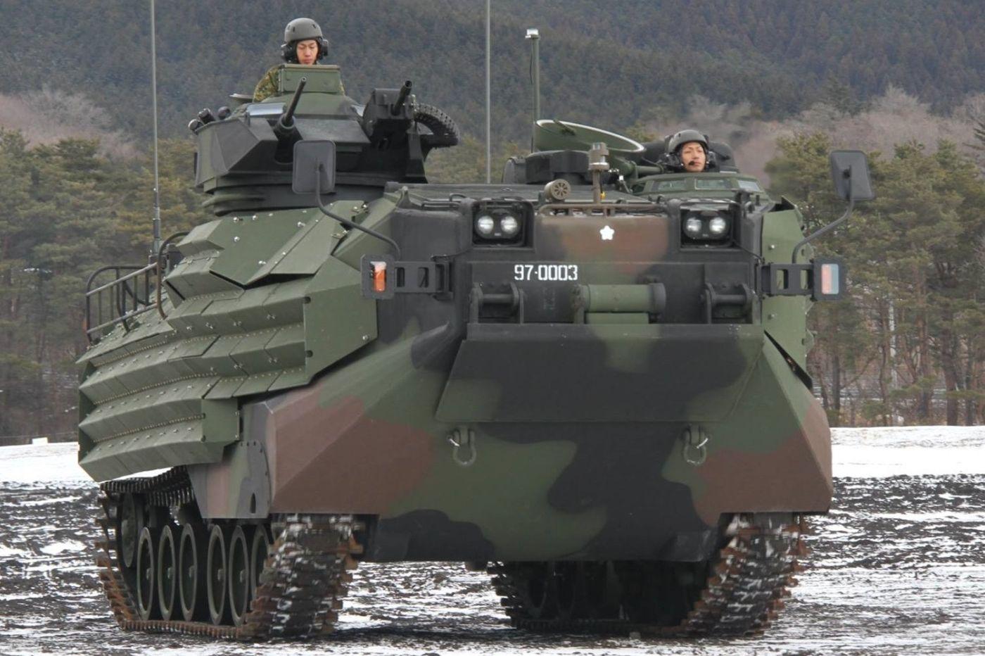 AAV Japońskich Lądowych Sił Samoobrony (fot. ministerstwo obrony Japonii, Creative Commons Attribution-Share Alike 4.0 International)