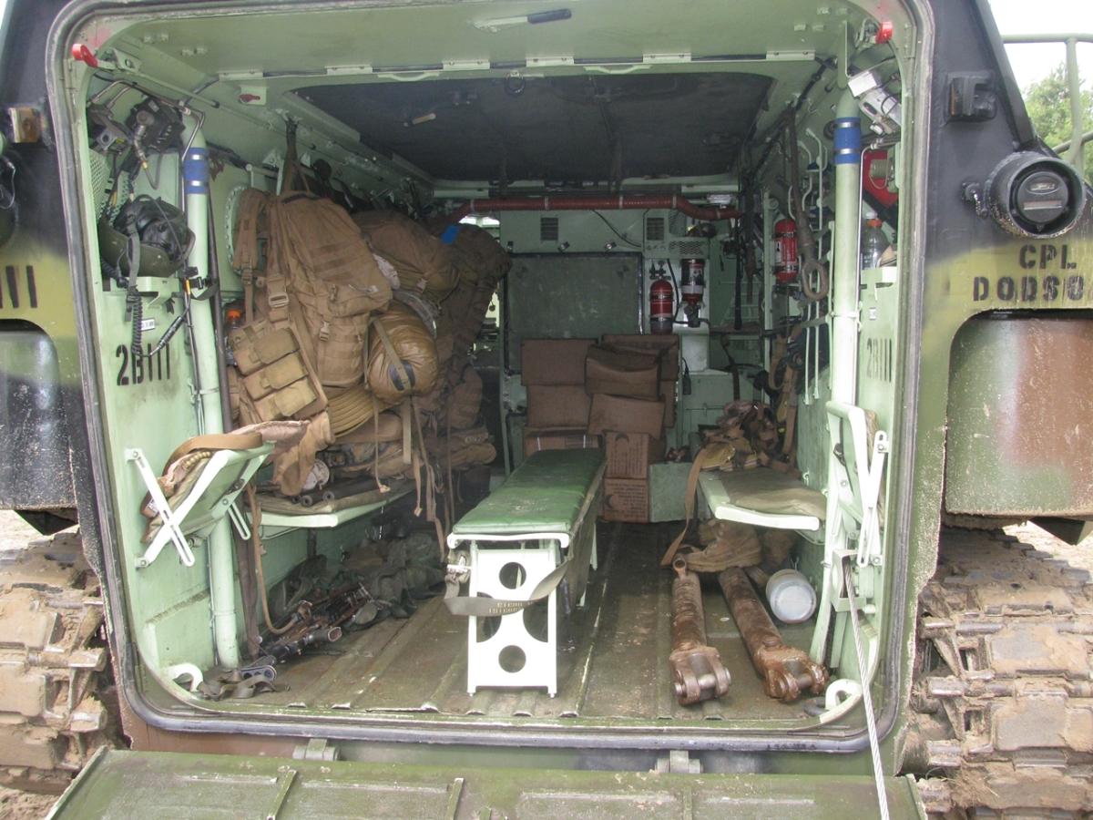 Wnętrze przedziału desantowego pomieści nie tylko żołnierzy, ale także zapas żywności na trzy dni prowadzenia działań (fot. Maciej Hypś, konflikty.pl)