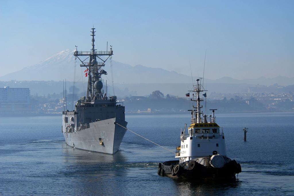 Użyta jako okręt cel w ćwiczeniach RIMPAC 2016 fregata USS Thach (FFG 43), która po trafieniach pociskami Harpoon, Maverick i Hellfire, torpedą i bombami utrzymywała się na wodzie przez dwanaście godzin (US Navy / Mass Communication Specialist 1st Class Steve Smith)