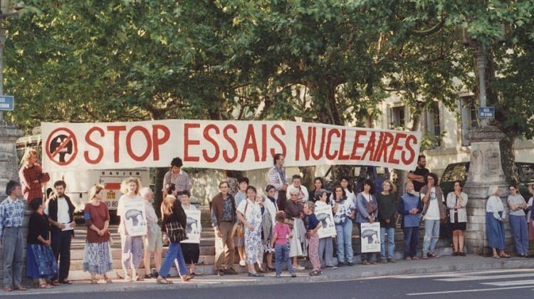1024px-Essais_nucleaires_manif