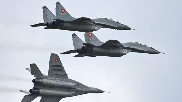 BAF_MiG-29s_in_flight_Garchev