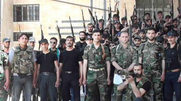 Syrian_soldiers_and_officers_defect_in_Rastan