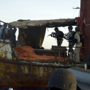 US_militaries_seized_suspected_pirates