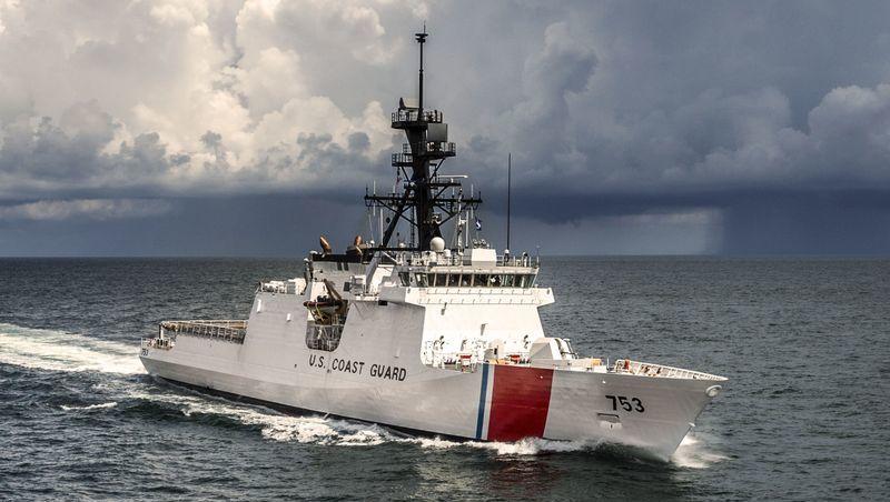 Kuter amerykańskiej straży wybrzeża USCGC Hamilton (WMSL 753) typu Legend, na którego bazie może zostać opracowana jedna z propozycji nowych fregat dla US Navy (Huntington Ingalls Industries)