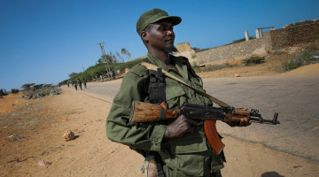 AMISOM_Combat_Engineers_search_for_IEDs_in_Kismayo_10_(8093692515)